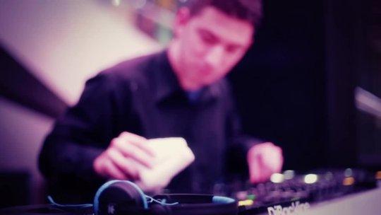 DJ Politik Cleaning Up at LIV